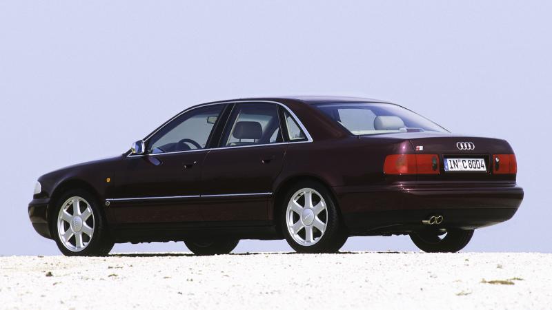 Audi S8 1996, um dos carros clássicos pouco valorizados da década de 1990.